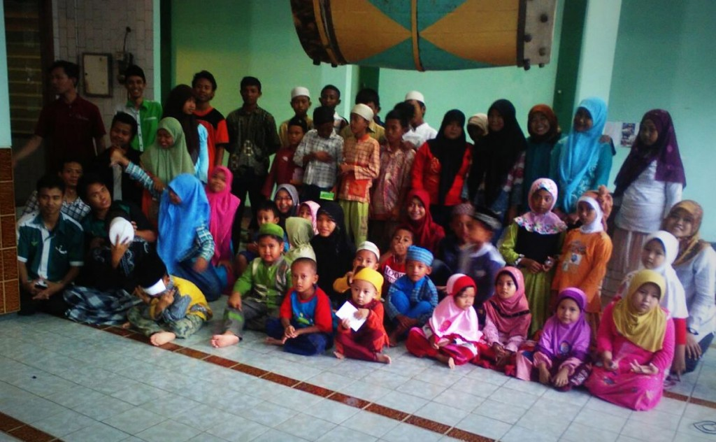 Santunan BERKARYA Surabaya wilayah ITS bulan Maret 2015