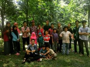 Foto bersama adik-adik Berkarya Surakarta