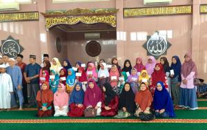 Keluarga Besar Yayasan Berkarya Cabang Palembang - Adik-Adik Yatim bersama Donatur & Pengurus