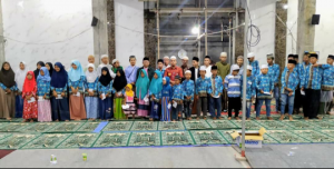 Foto bersama anak-anak yatim yayasan berkarya
