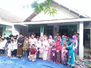 Foto bersama adik yatim berkarya cabang Jombang