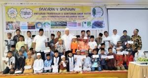 Foto bersama, santunan anak yatim berkarya cabang Palembang