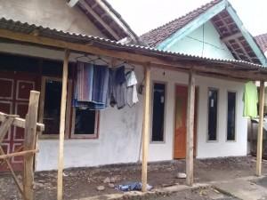 Dokumentasi program bedah rumah adik yatim (adik Isma)