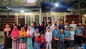 Foto dokumentasi santunan di Perumahan Sukodadi Indah Recidence